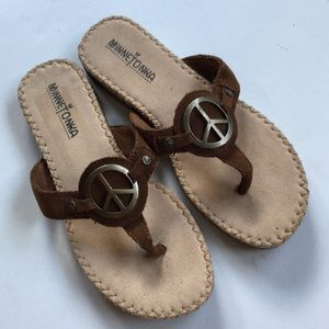 EUC Minnetonka leather sandals